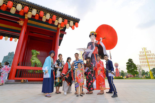 Cư dân trải nghiệm vườn Nhật trong nội khu dự án