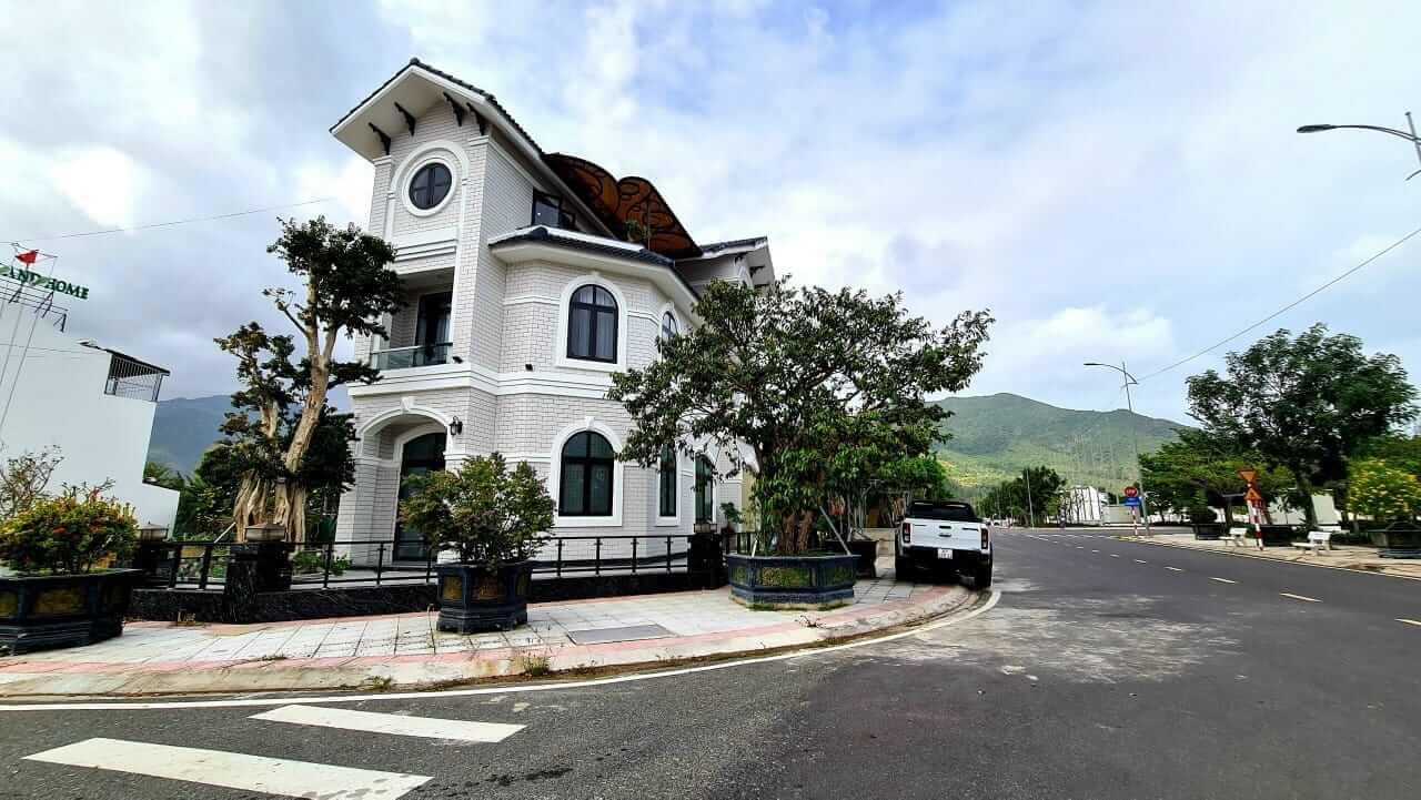 Lô biệt thự Golden Bay do cư dân tự xây dựng