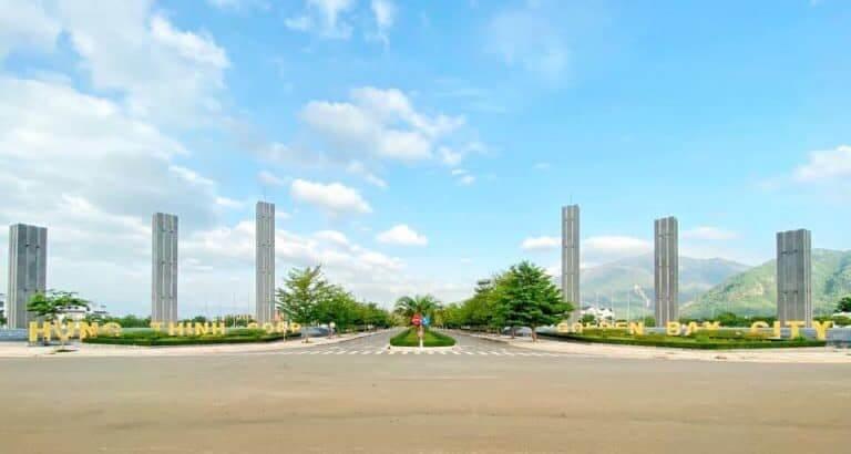 Cổng vào dự án mặt Đại lộ Nguyễn Tất Thành
